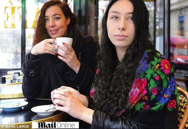 """Sofia e Barbara, amiche scampate alla strage di Parigi: """"Il killer aveva finito i colpi"""""""