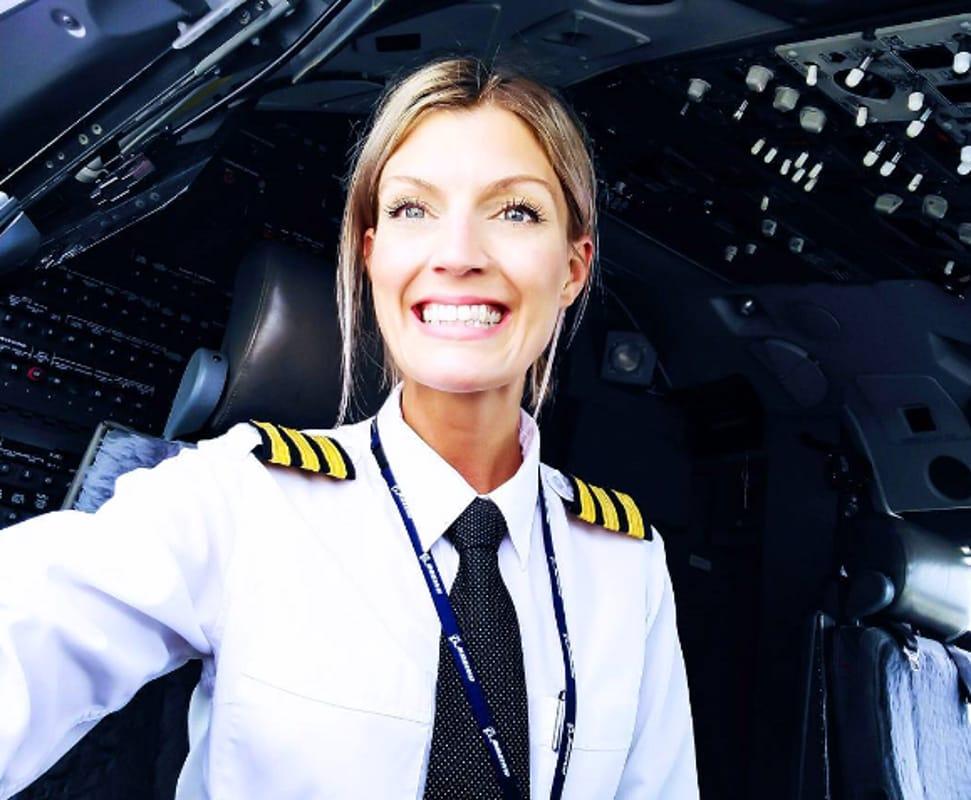 Maria, la sexy pilota Ryanair è una star su Instagram: la sua vita sui social